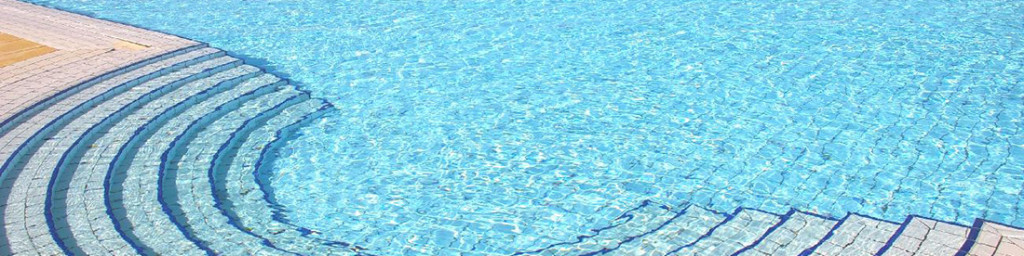 Pavimenti antiscivolo e antishock per le piscine