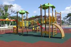 parchi gioco con pavimenti antiurto