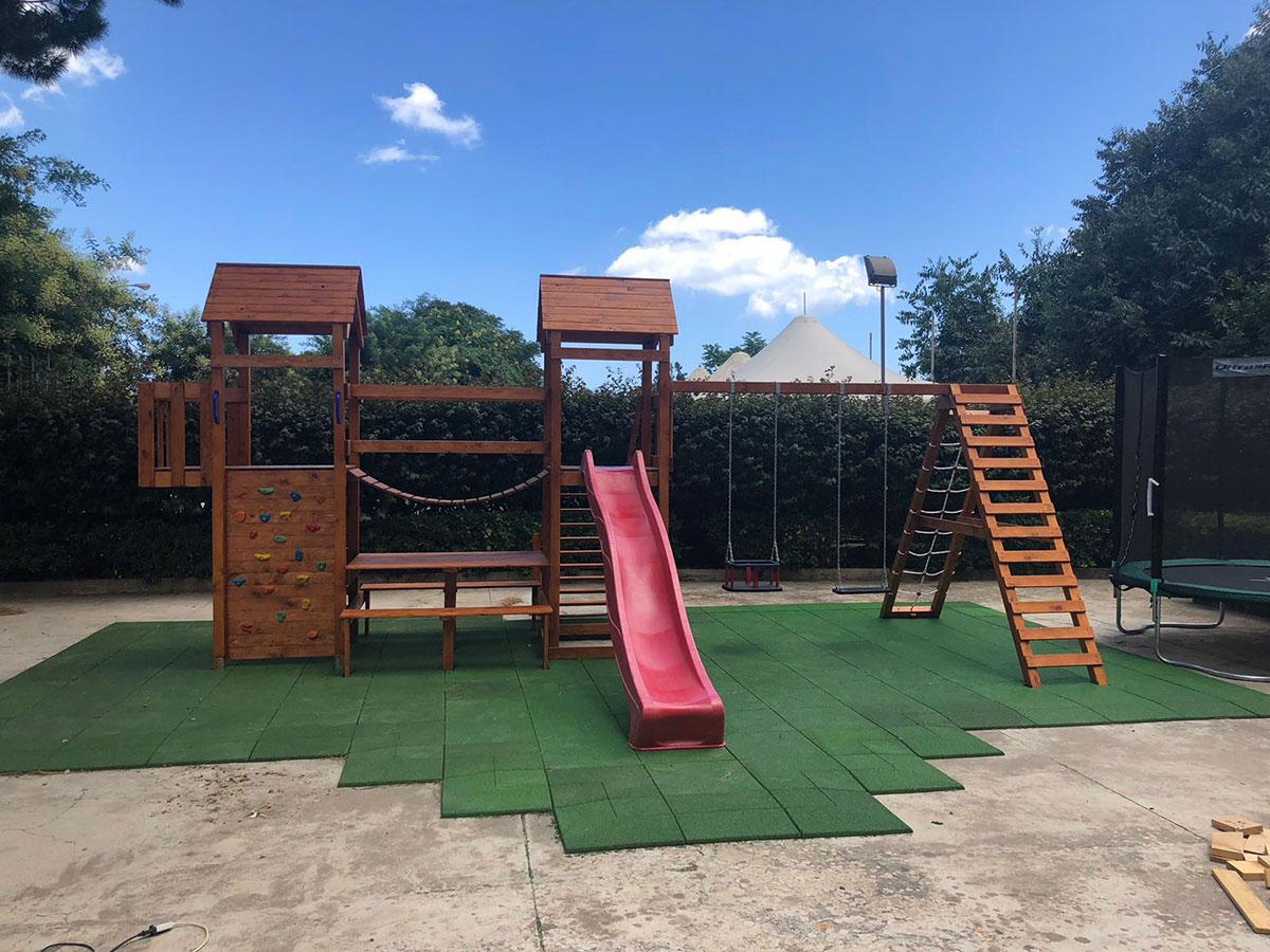 Pavimenti esterni per parco giochi realizzati in gomma - Piastrelle gomma antitrauma ...