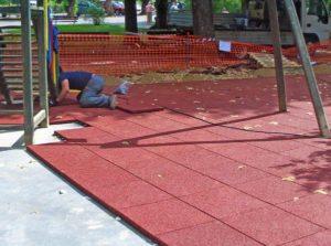 Pavimento Antitrauma spessore 3 cm rosso perni