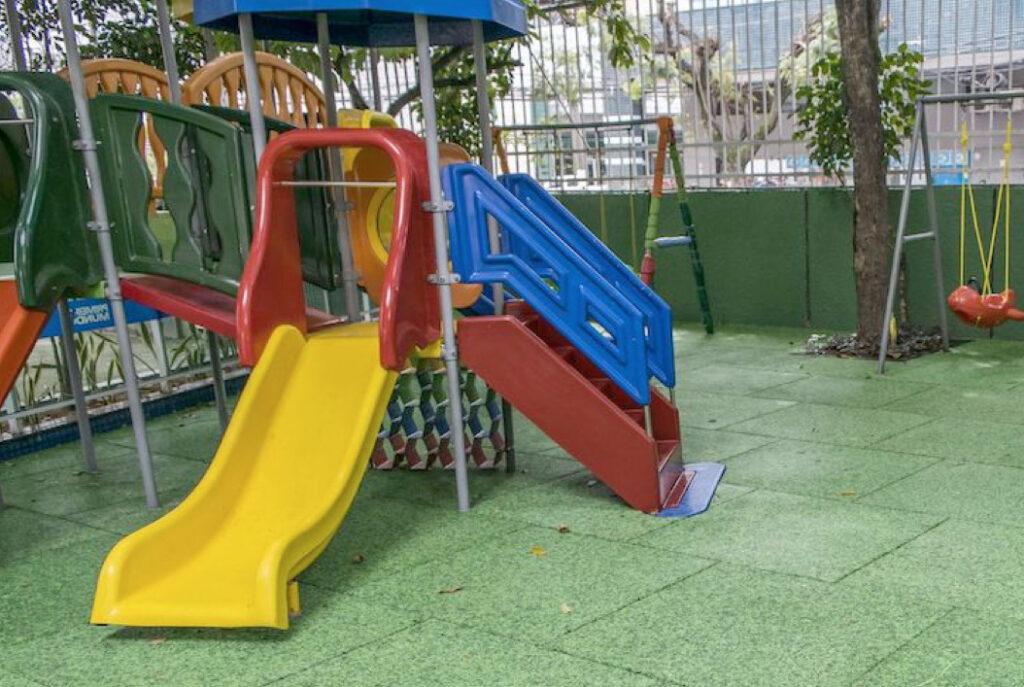 Playground con Pavimento in Gomma